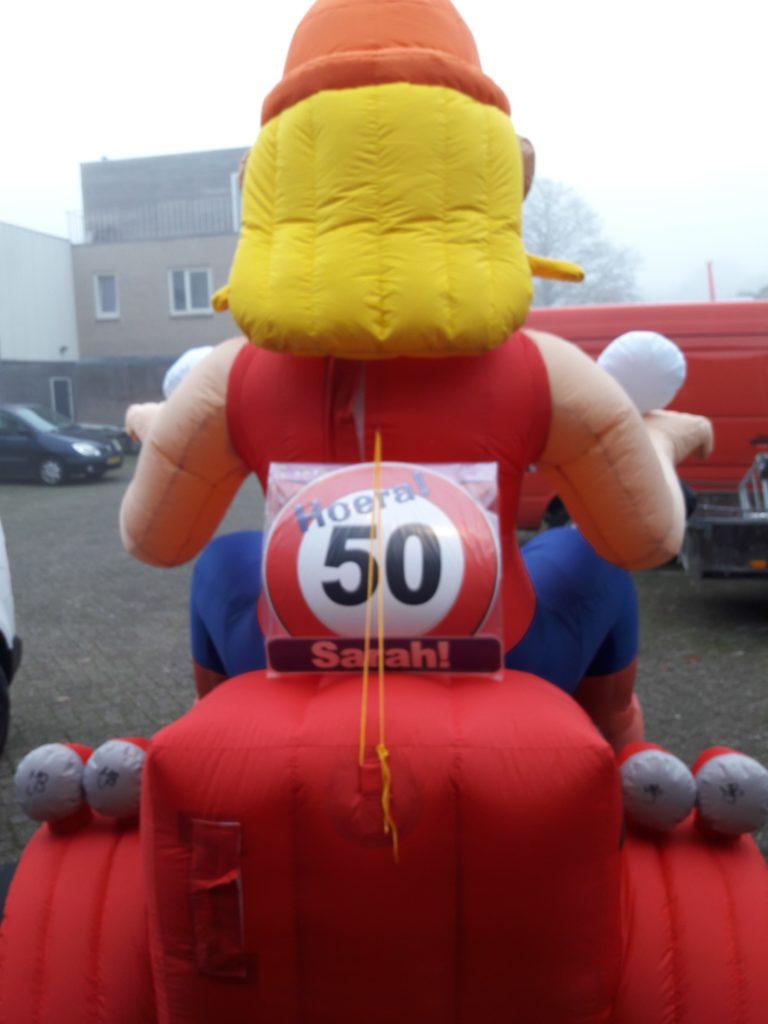 Opblaas Sarah pop op motor huren Tilburg