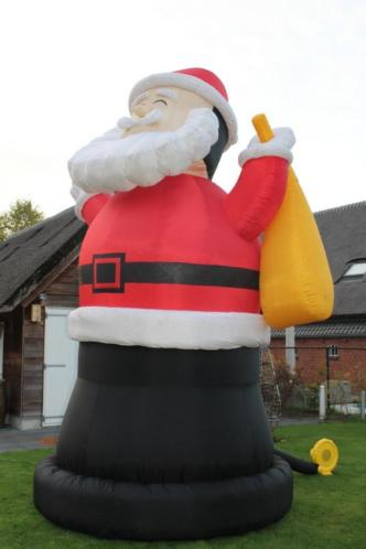 Opblaasbare Kerstman 7 meter huren tilburg